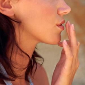 Причины появления простуды на губах