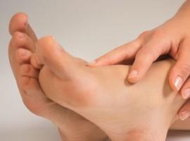 Почему возникают боли в пятках? Методы лечения в домашних условиях.