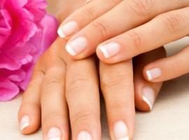 Почему слоятся и ломаются ногти? Какое лечение будет эффективным в домашних условиях?