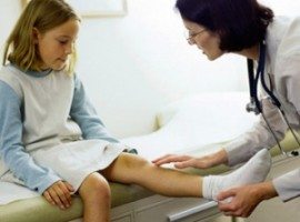 Узнаем как проходит лечение кисты бейкера коленного сустава в домашних условиях, что для этого понадобится?