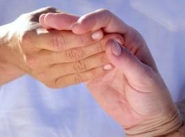 Что собой представляет болезнь полиартрит пальцев рук и как осуществляется его лечение народными средствами?