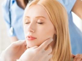 Узнаем каковы симптомы зоба щитовидной железы и как осуществляется его лечение лучшими народными средствами?